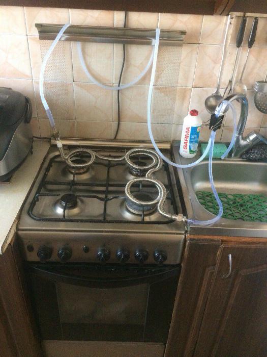 Бюджетный водонагреватель на кухне.