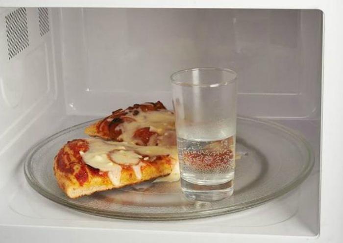 Реанимировать подсохшую выпечку. | Фото: Pinterest.