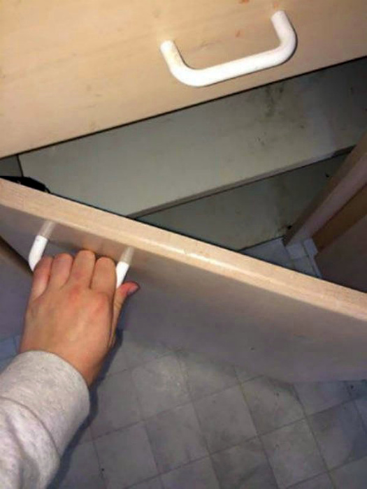 Когда сборщик мебели умеет удивлять. | Фото: Onedio.