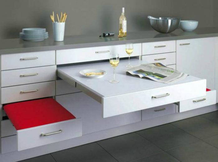 Набор выдвижной мебели для кухни. | Фото: Dobrzemieszkaj.pl.