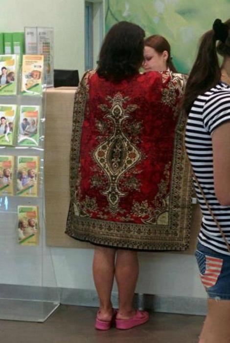 Роскошная девушка в ковре.