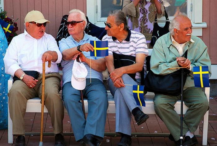 Старики в Швеции.