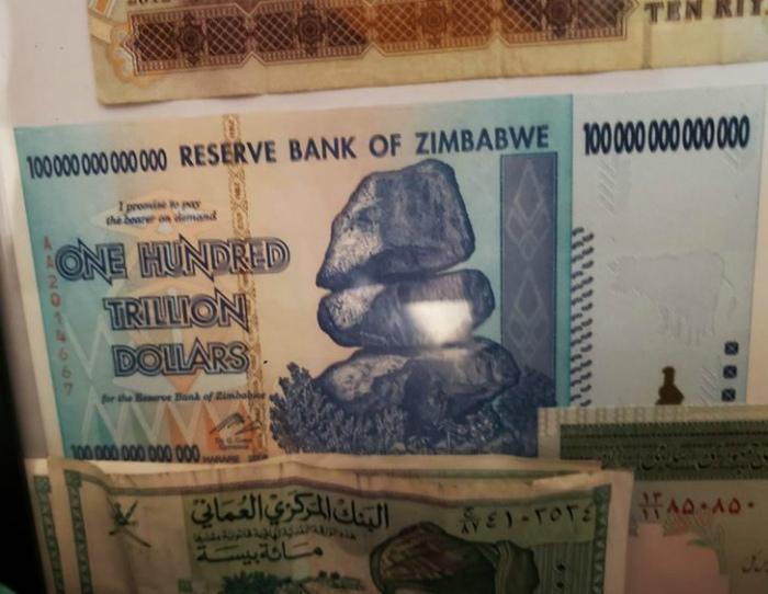 Сто триллионов долларов из Зимбабве. | Фото: klikabol.com.