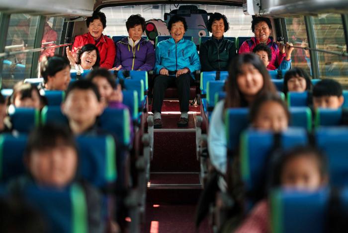 Школьники пенсионного возраста. | Фото: Pinterest.