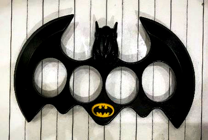 Кастет Бэтмена. | Фото: Pinterest.
