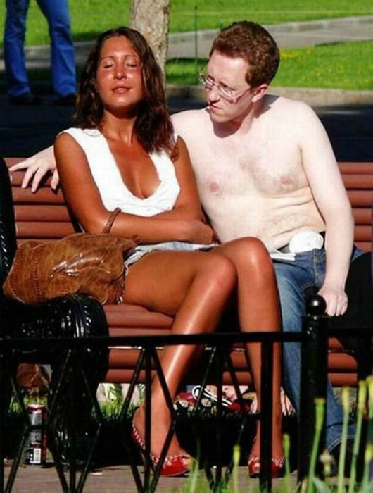 Загорелая девушка и ее аристократически-бледный жених.