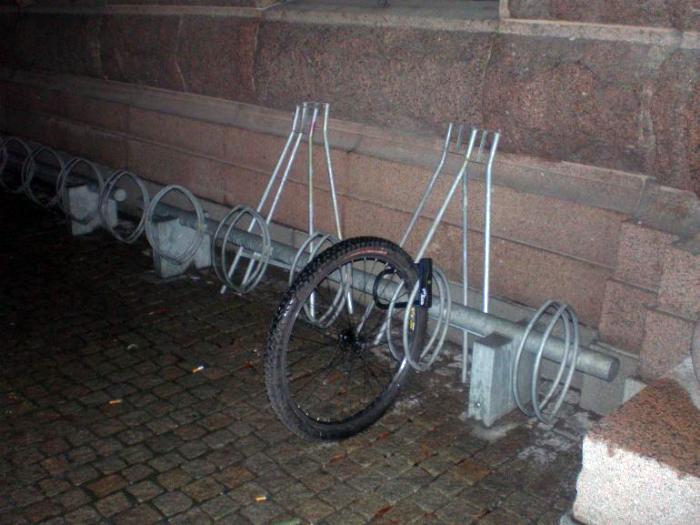 Остатки любимого велосипеда.
