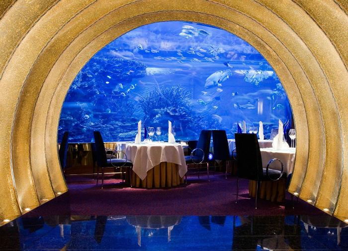 Скромный ресторанчик под водой.