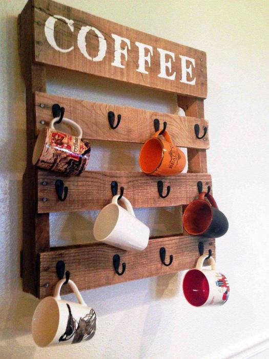 Настенный органайзер для чашек. | Фото: Futurist Architecture.
