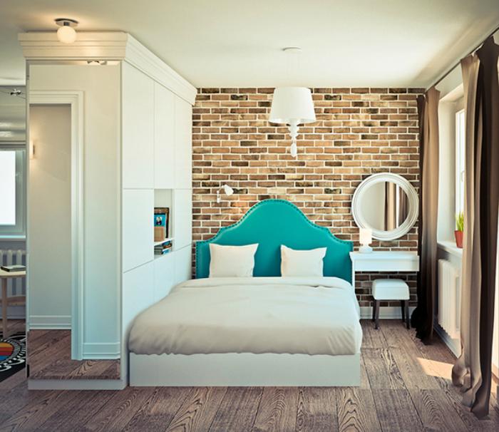 Скромная спальня с минималистичной мебелью.