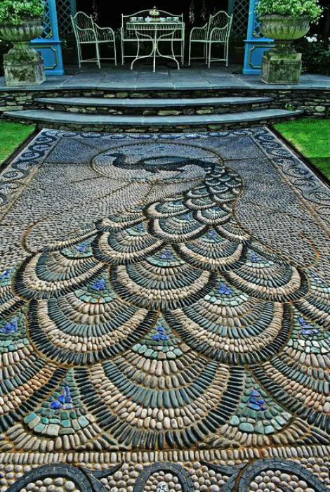 Мозаичная садовая дорожка.
