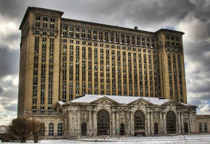 Заброшенный вокзал в Детройте.