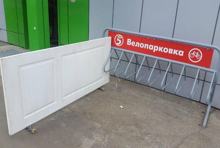 Если нужно припарковать дверь. | Фото: Фишки.нет.