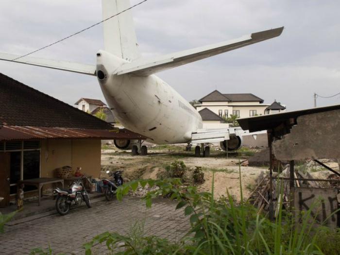 Куда поставить самолет? | Фото: Пикабу.