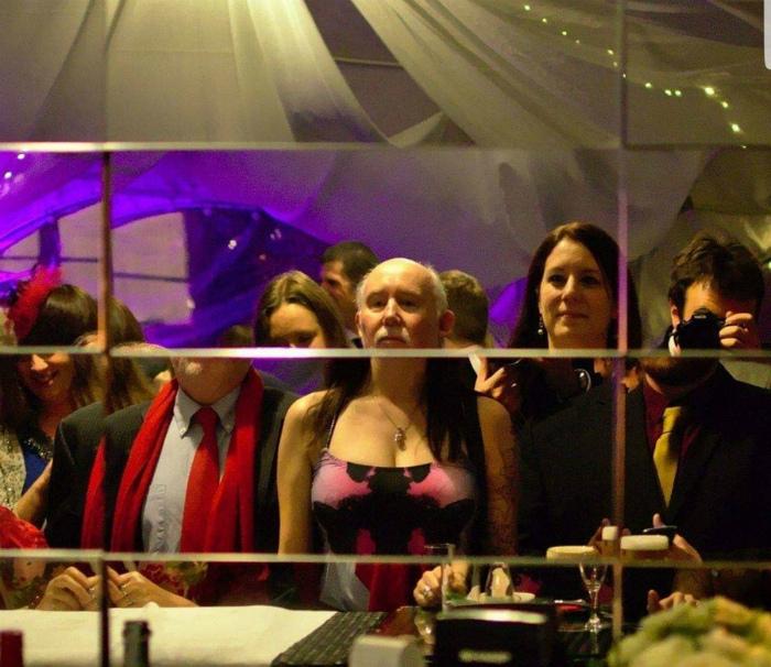 Это зеркало нас дискредитирует! | Фото: Куксы.