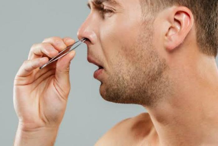 Пинцет для выщипывания волос в носу. | Фото: Рамблер/новости.