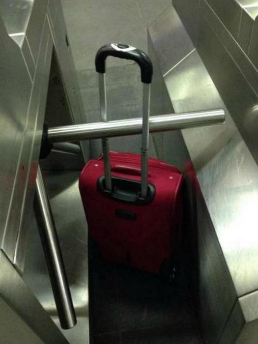 Когда ты прошел, а твой багаж нет.