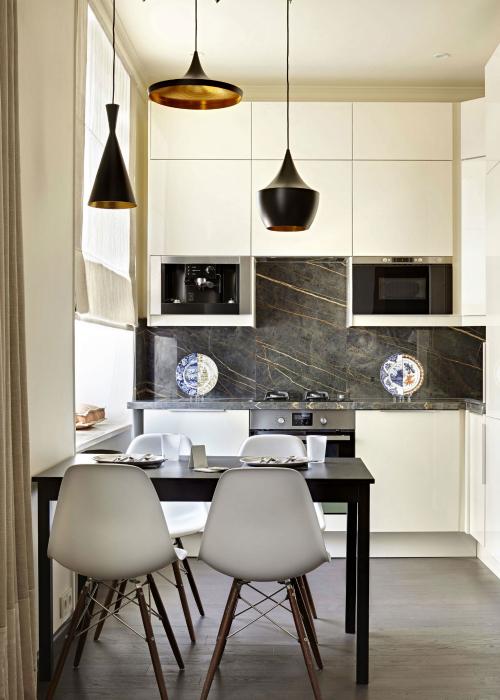 Лаконичный интерьер маленькой кухни.