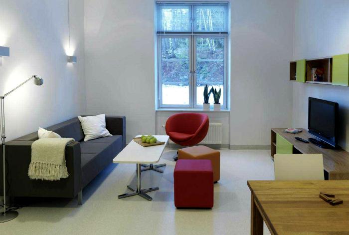 Низкая мебель для невысоких пространств.