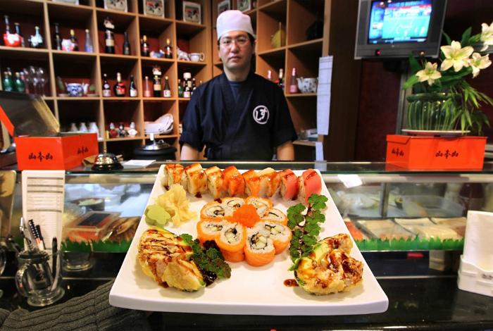 Суши - любимое и самое популярное блюдо японцев.
