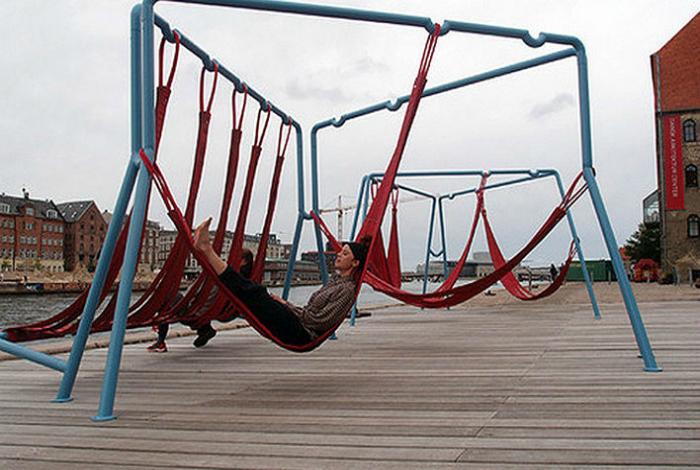 Комфортабельные гамаки, в которых деловые люди могут покачаться и расслабиться.