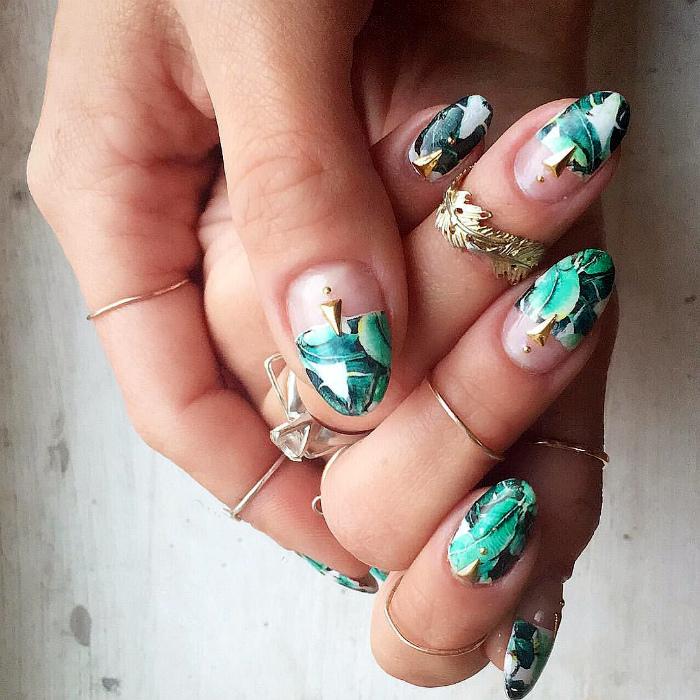 Сочные тропики на ногтях.