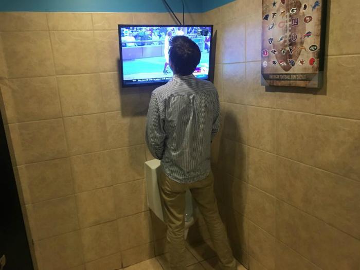 Туалет с дополнительным сервисом. | Фото: Тут забавно.