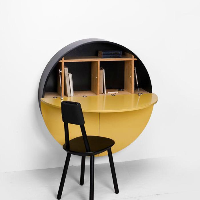Круглый шкаф с откидной крышкой-столиком.