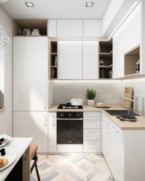 Кухня с обилием функциональных шкафчиков. | Фото: Ремонт квартир.