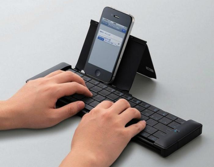 Портативная клавиатура для смартфона.