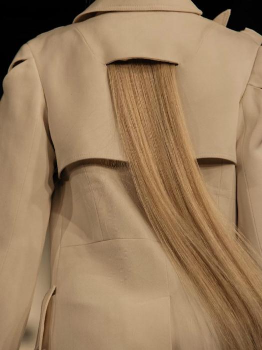 Волосы на спине.