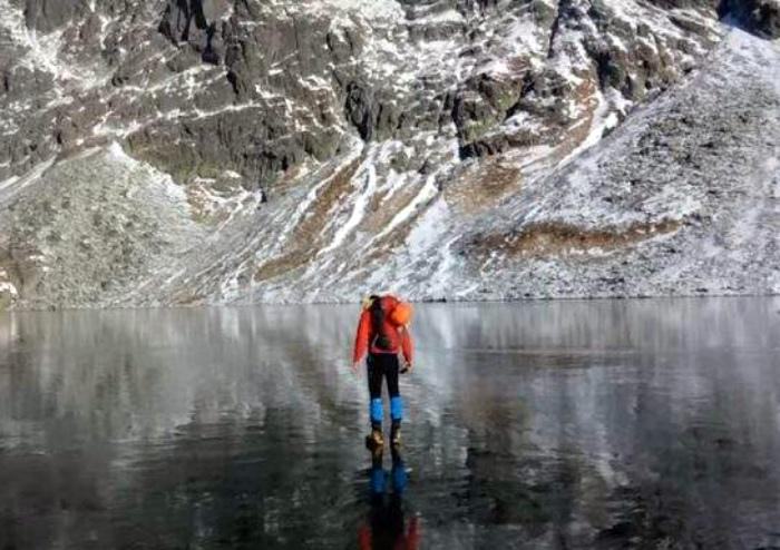 Прогулки по замерзшему озеру.