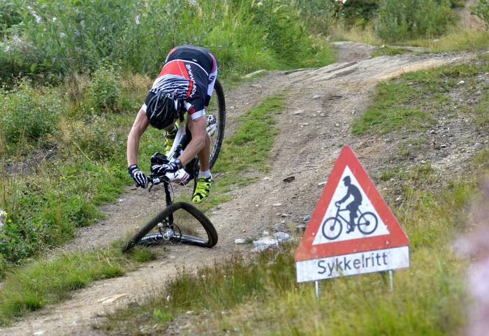 Беспечный велосипедист.