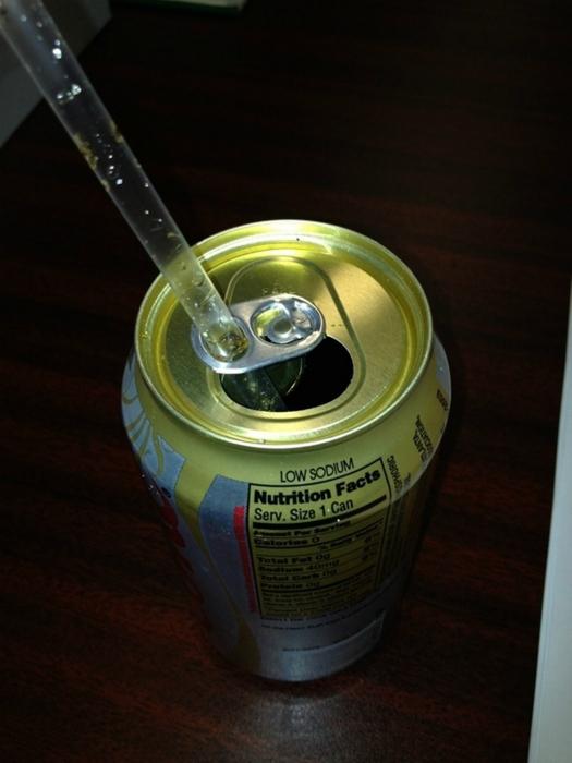 Напитки в жестяных банок.
