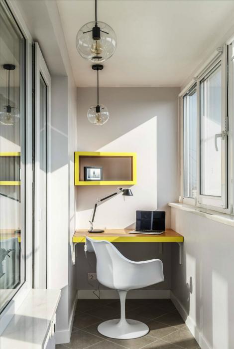 Рабочая зона на лоджии. | Фото: Design-homes.ru.