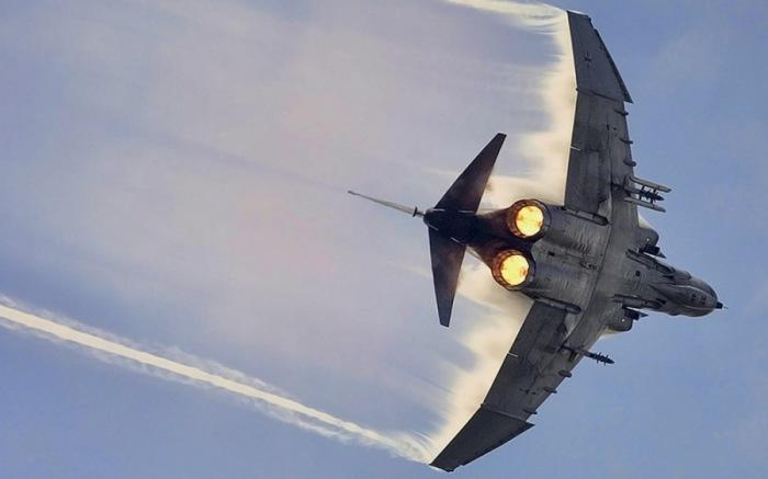 Военный реактивный истребитель Фантом F4.