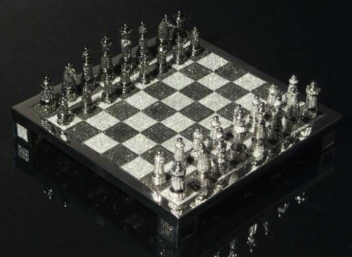 Цена:,8 миллиона. Шахматы инкрустированы золотом, платиной, бриллиантами, изумрудами, рубинами, сапфирами и жемчугом.