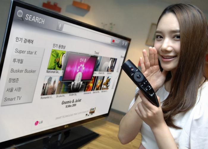 Необычный пульт - LG Magic Remote, который распознает голосовые команды.