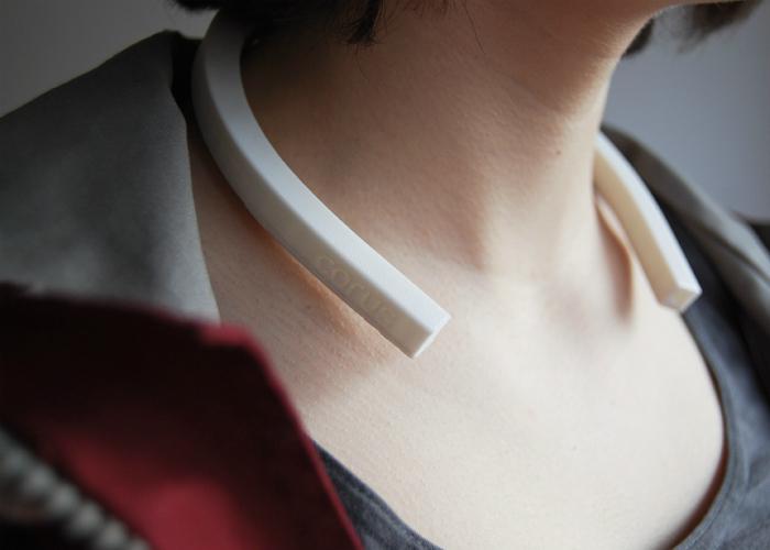 Необычный функциональный девайс, который позволит людям имеющим проблемы со слухом чувствовать музыку.