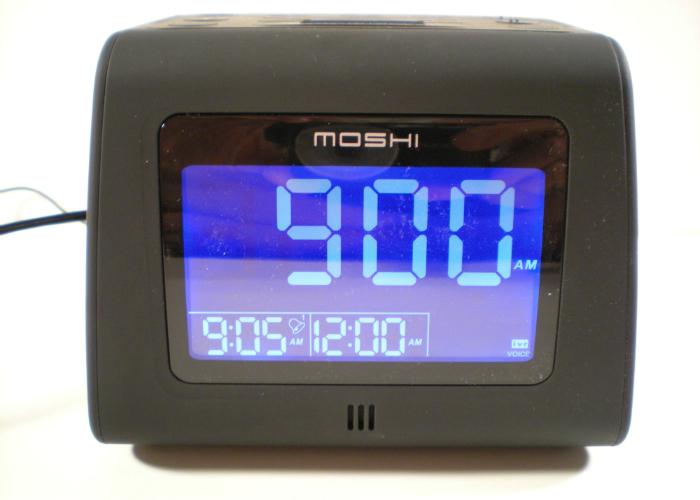 Функциональный будильник -  Moshi, который распознает голосовые команды.