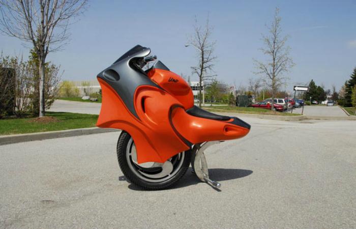 Необычный транспорт будущего одноколесный мотоцикл - Uno.