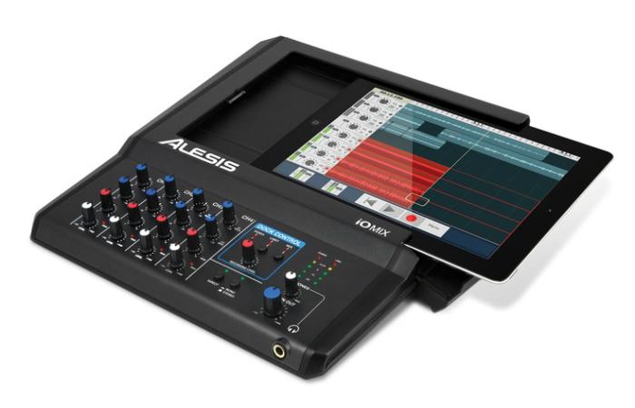 Многофункциональный микшер изготовленный специально для Apple Ipad под названием - Alesis iO Mix.