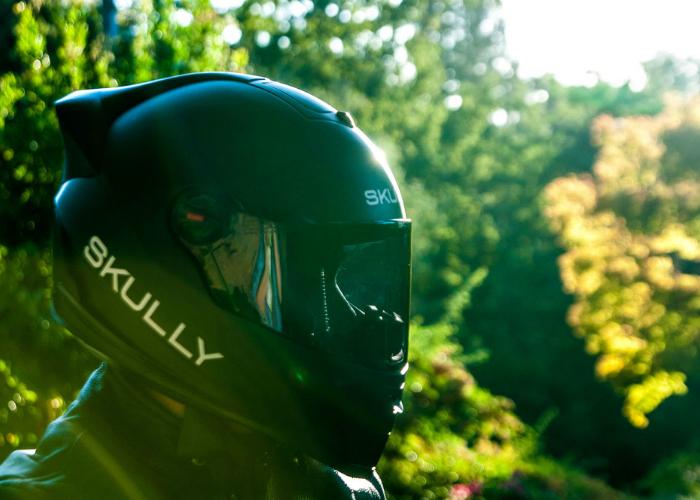 Многофункциональный мотоциклетный шлем - Skully P1 со встроенным виртуальным экраном.