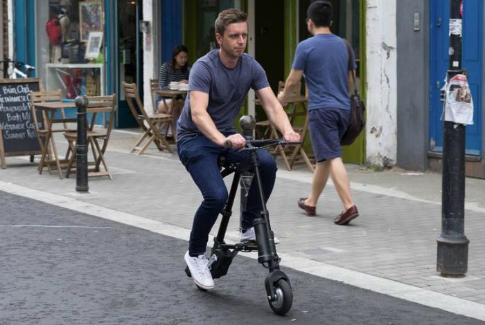 Самый легкий электровелосипед A-Bike от британского изобретателя Клайва Синклера.