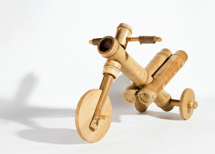 Детски велосипед из бамбука разработанный вьетнамской компанией a21studio.