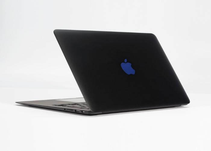 Модернизированный ноутбук под названием  - Stealth MacBook Pro от компании Colorware.