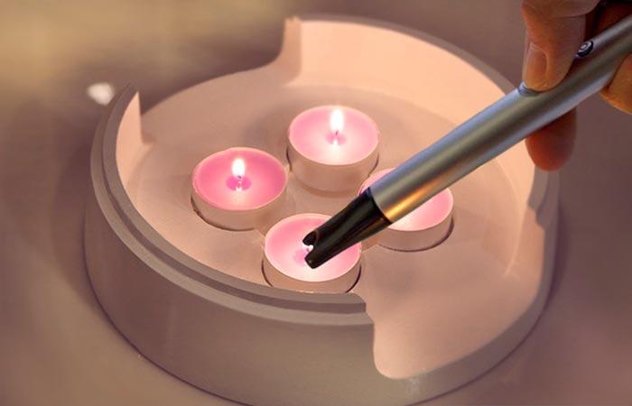 Cando приведен в действие 4 маленькими свечами.