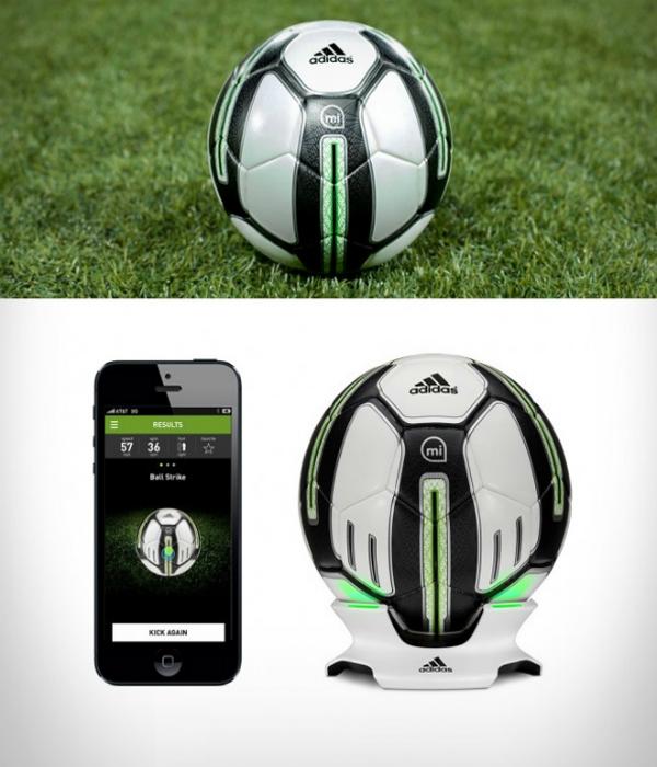 Функциональный футбольный мяч, способный синхронизироваться с мобильными девайсами под названием - Adidas miCoach.