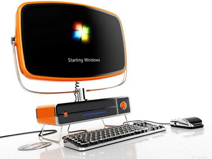Необычный компьютер из старинного телевизора и пишущей машинки.