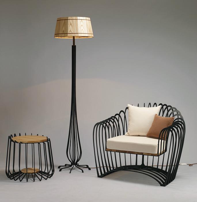Корейский дизайнер Jihye Choi создал серию каркасной мебели, в которой металл выступает чувственным, энергичным и динамичным материалом.